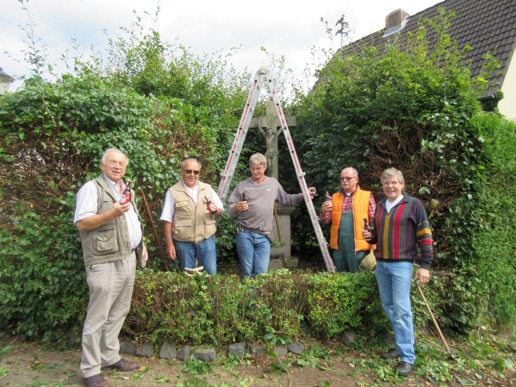 Pflege des Wegekreuzes 2015